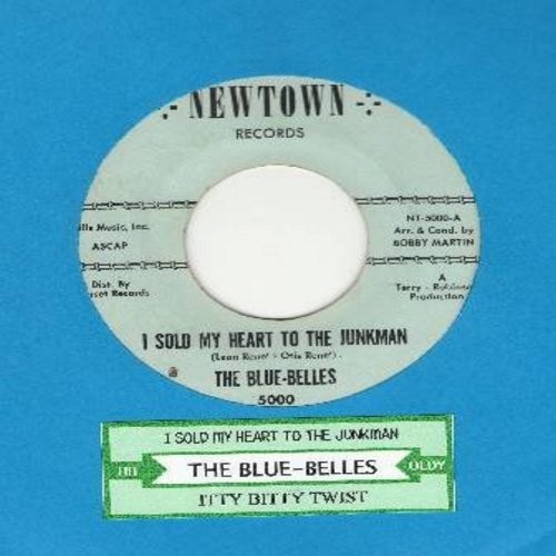 Blue Belles - I Sold My Heart To The Junkman/Itty Bitty Twist (with juke box label) - EX8/ - 45 rpm Records