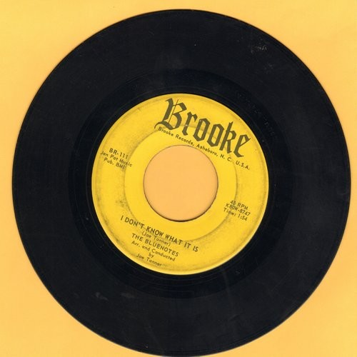 Bluenotes - I Don't Know What It Is (That Makes Me Love You So)/You Can't Get Away From Love (with juke box label) - VG6/ - 45 rpm Records