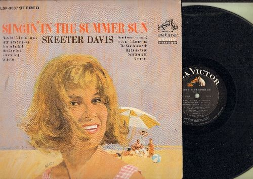 Davis, Skeeter - Singin' In The Summer Sun: Please Don't Talk To The Lifeguard, A Summer Sun, Theme From A Summer Place, Under The Boardward (vinyl STEREO LP record) - EX8/VG7 - LP Records