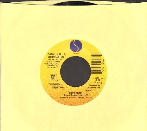 Hall & Oates - Love Train (FANTASTIC updated version of the O'Jay's Hit!)/Earth Girls Are Easy Theme - NM9/ - 45 rpm Records