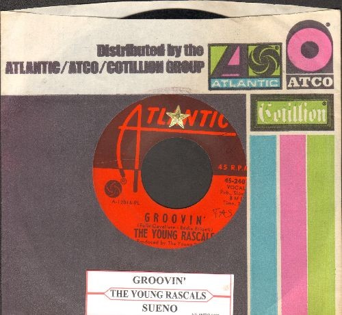 Young Rascals - Groovin' (On A Sunday Afternoon)/Sueno (with company sleeve and juke box label) - EX8/ - 45 rpm Records